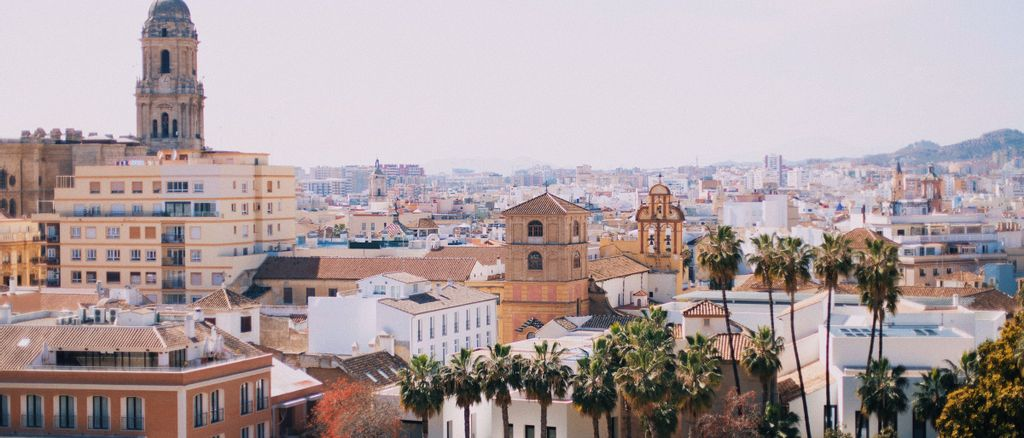 Overview of the city of Malaga when hiking in the mountains (photo by Jonas Denil)