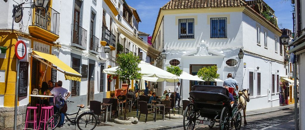 A typical Andalusian street.