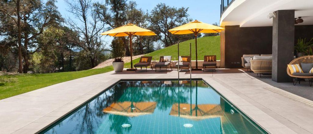 Picture of PGA catalunya resort swimming pool.